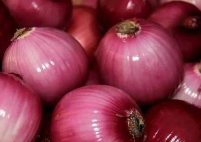 """洋葱虽然""""辣眼睛"""",但常吃它却有这些好处"""