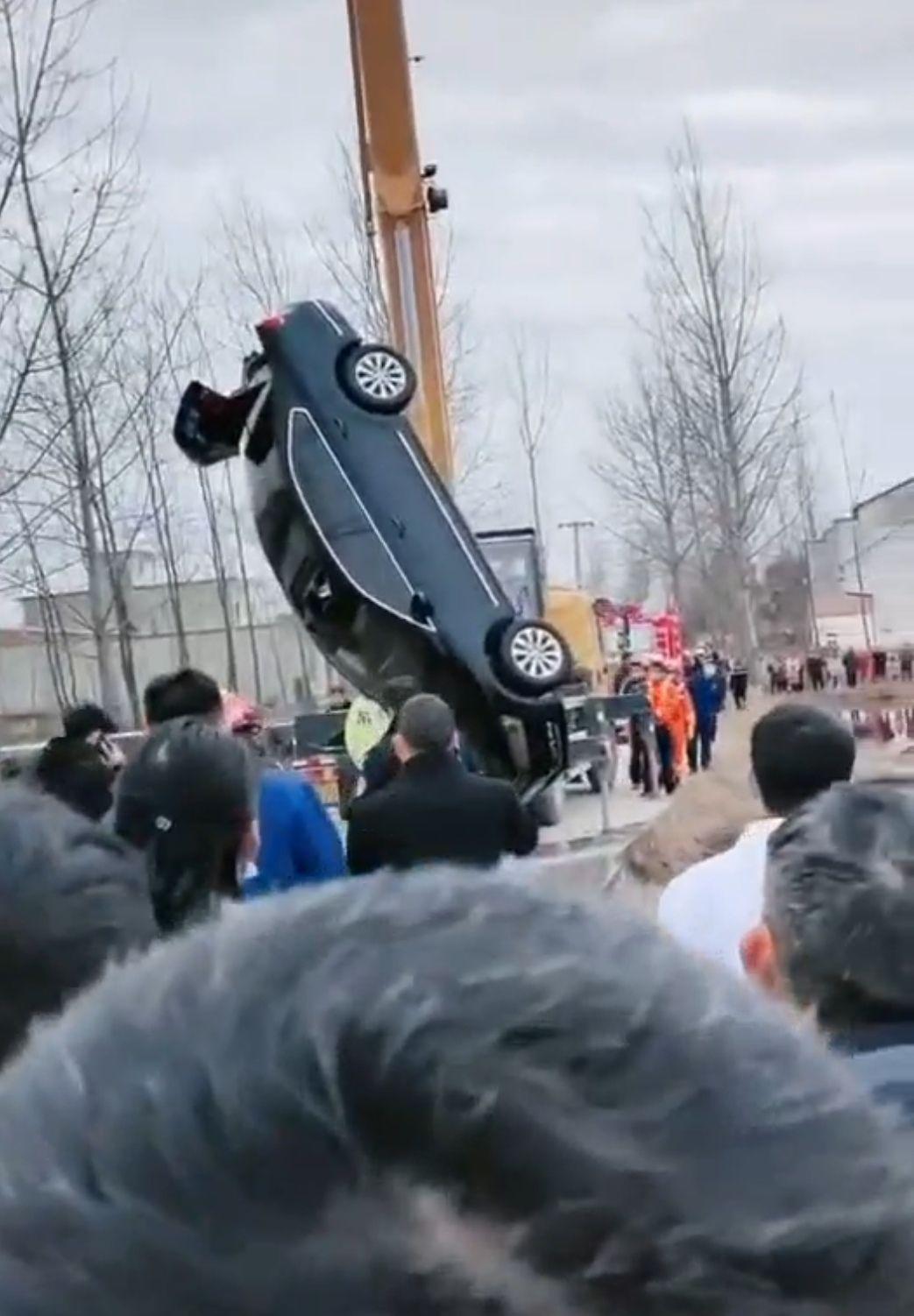 河南潢川县轿车坠水致乡党委书记遇难,曾是当地引进博士