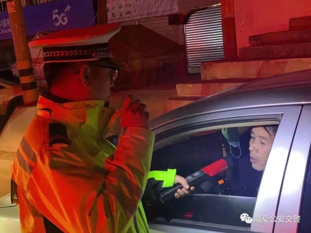 【平安春运 交警同行】临夏公安交警严查酒驾 为平安春运保驾护航