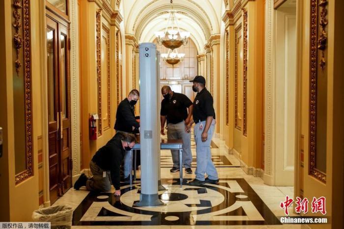 """日,美国代理副总检察长约翰·卡林表示,司法部已经指控300多人参与前总统特朗普支持者对国会大厦发动的致命袭击,至少280人被捕。  约翰·卡林说,""""对责任人的调查正在以前所未有的速度和规模进行,这是正"""