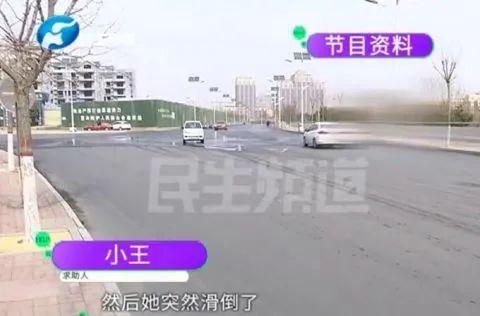 河南郑州某路口,一名老人骑车摔倒在地,一名骑车的小孩将老人扶起,结果反被讹了5000元,这件事在网上闹得沸沸扬扬。  老人认为,小孩虽然没撞到她,但也有连带责任。小孩的家长认为,当时老人是逆行,根本不