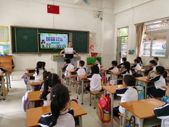 东莞小学生发明智能垃圾分类系统,二维码一扫,精准投垃圾