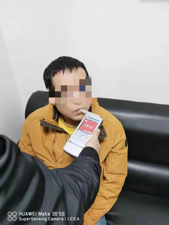西安男子开车接妻子下班,半路却被妻子报警举报了