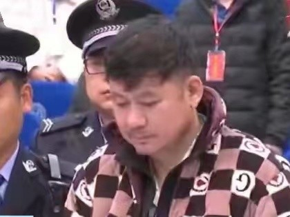 """从一开始,湖南黑老大""""文散叶"""":银行卡刷六七个亿就能花两千万反警察"""