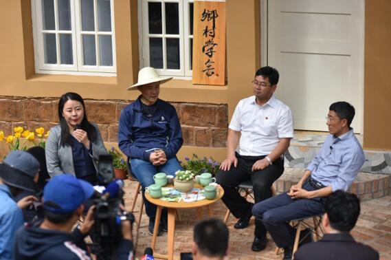 李霄云与王石会谈:农村振兴需要人才和工业繁荣