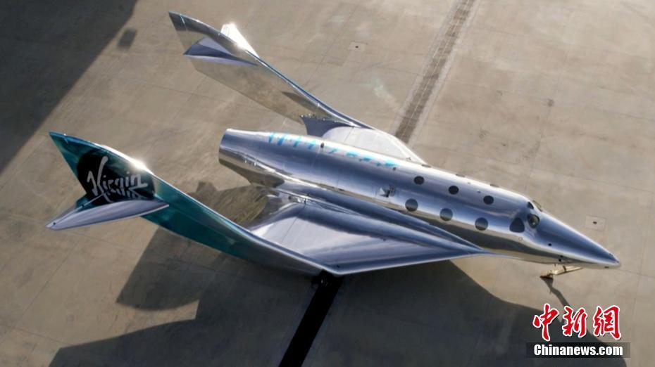 维珍银河发布了一款充满银色科幻的新太空飞机