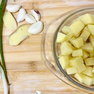 咖喱土豆牛腩饭(香浓简易版)舌尖上的养生美食 美食做法 第9张
