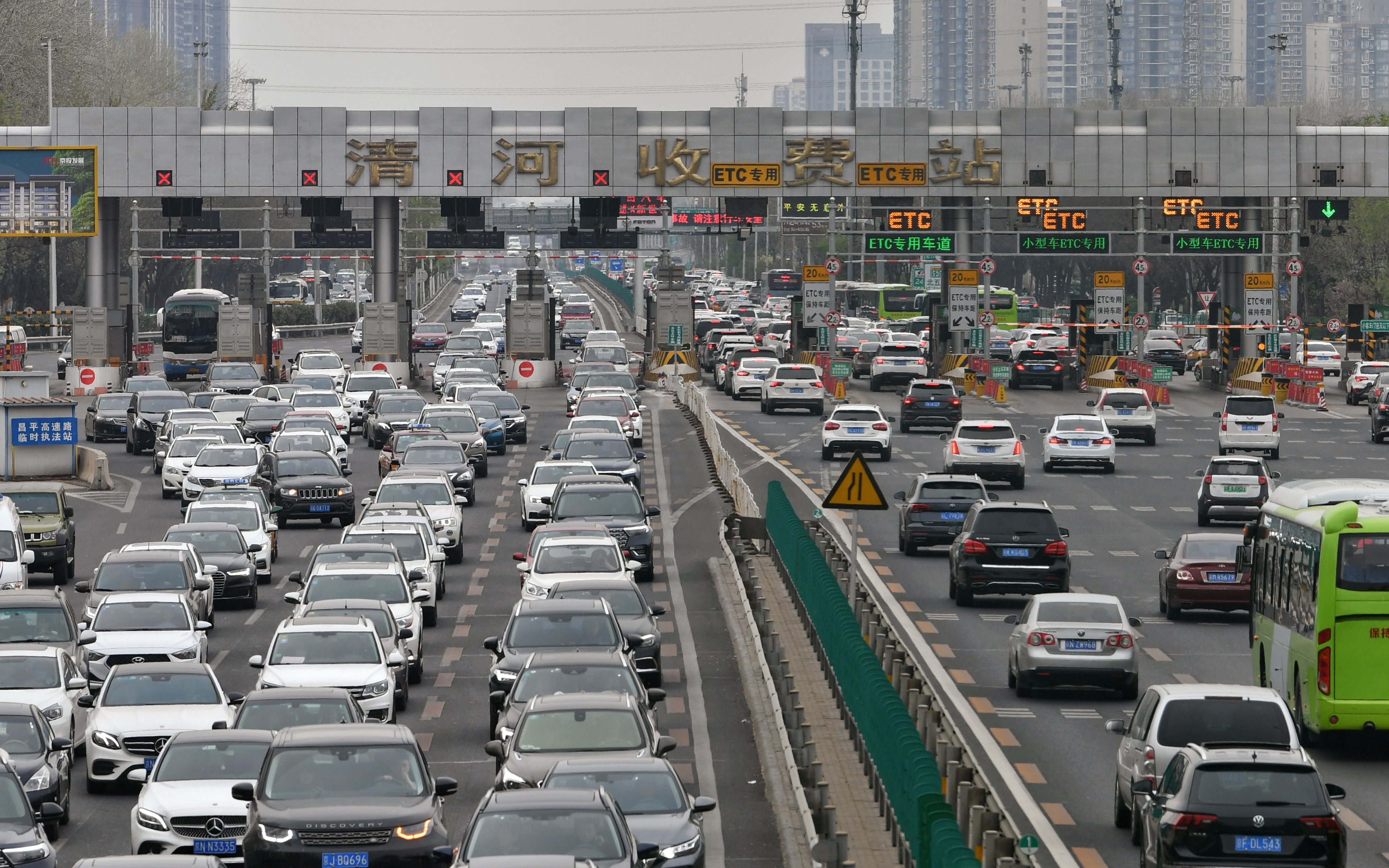 清明返程高峰已至,多条进京高速严重拥堵,今晚3条地铁延时运行
