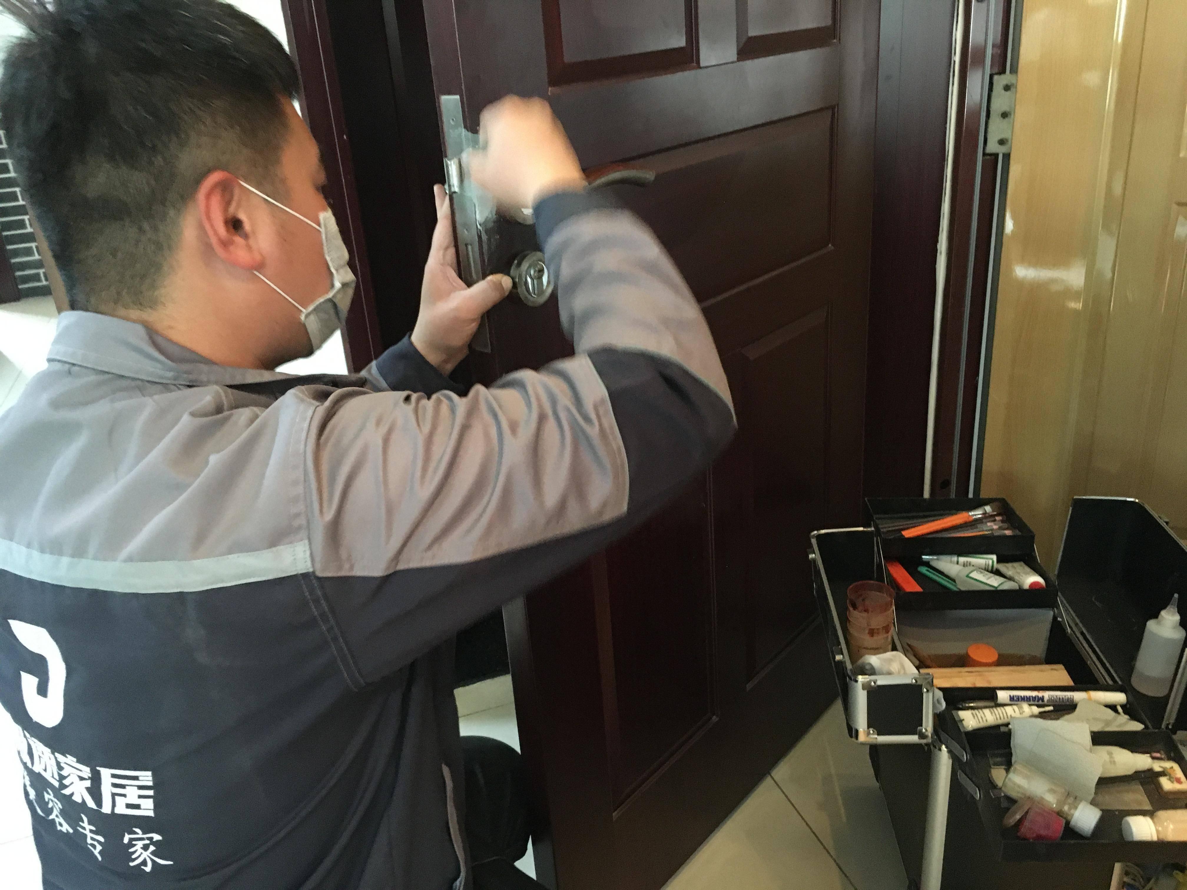 聚焦烟台新职业|家具美容师悄然入港城,年收入可达20多万元