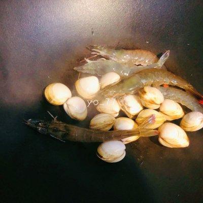 健康低脂的白蛤鲜虾冬瓜汤 美食做法 第3张