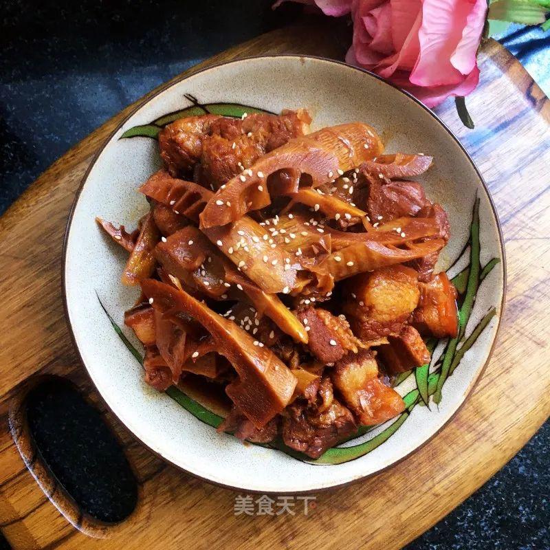 红烧肉炖春笋:笋鲜肉香,食之不腻,满口春意 红烧肉炖春笋 第14张