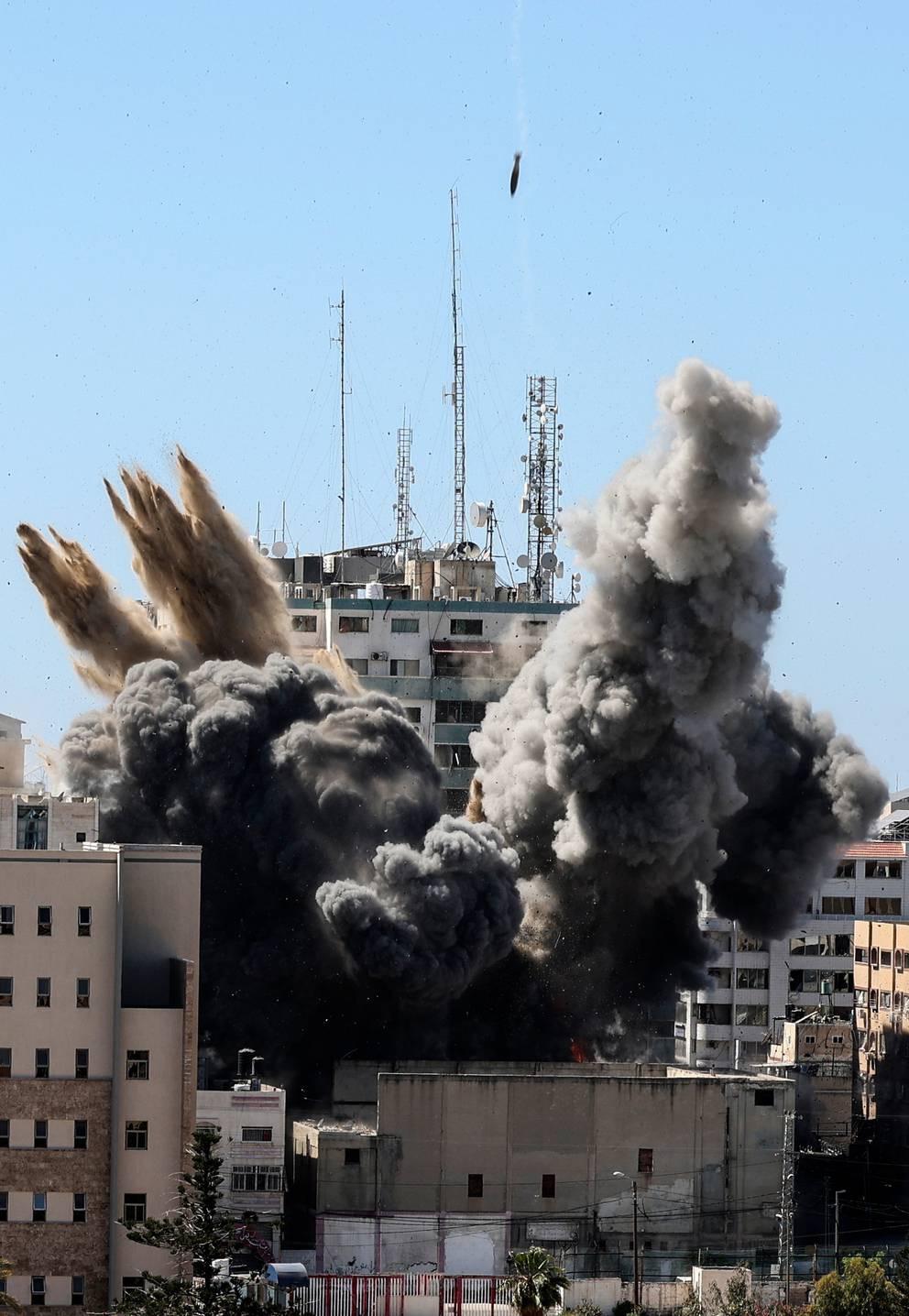 """以色列炸新闻机构大楼前,大楼所有者曾央求以官员""""多给10分钟"""""""