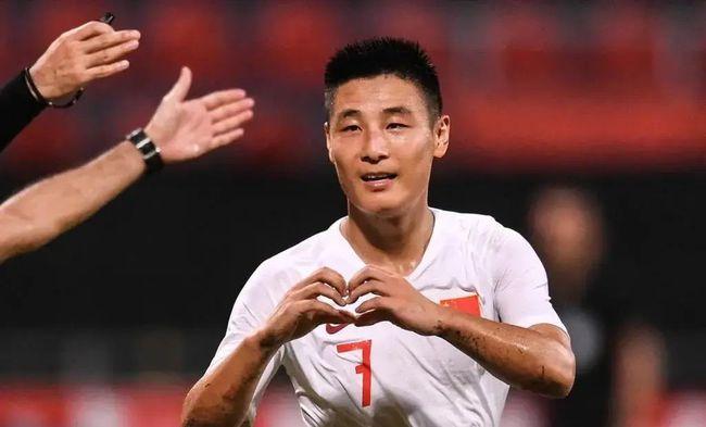 体坛联播|武磊抵达上海将与国足会合,本泽马回归法国队