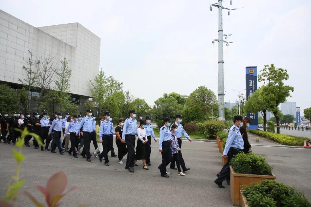 湖北警方破特大网络诈骗案 涉案资金达2.49亿