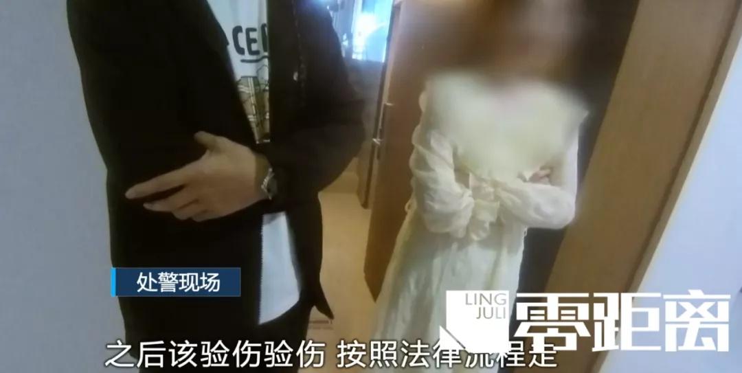 南京小情侣吵架靠撕毁人民币泄愤,民警:违法