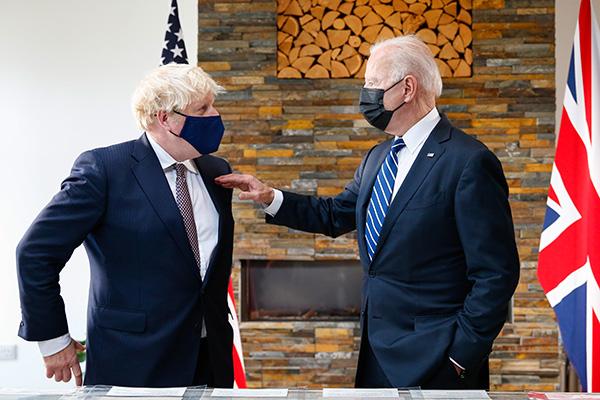 """英美首脑会面互赠礼物,约翰逊称拜登如""""一股新鲜空气"""""""