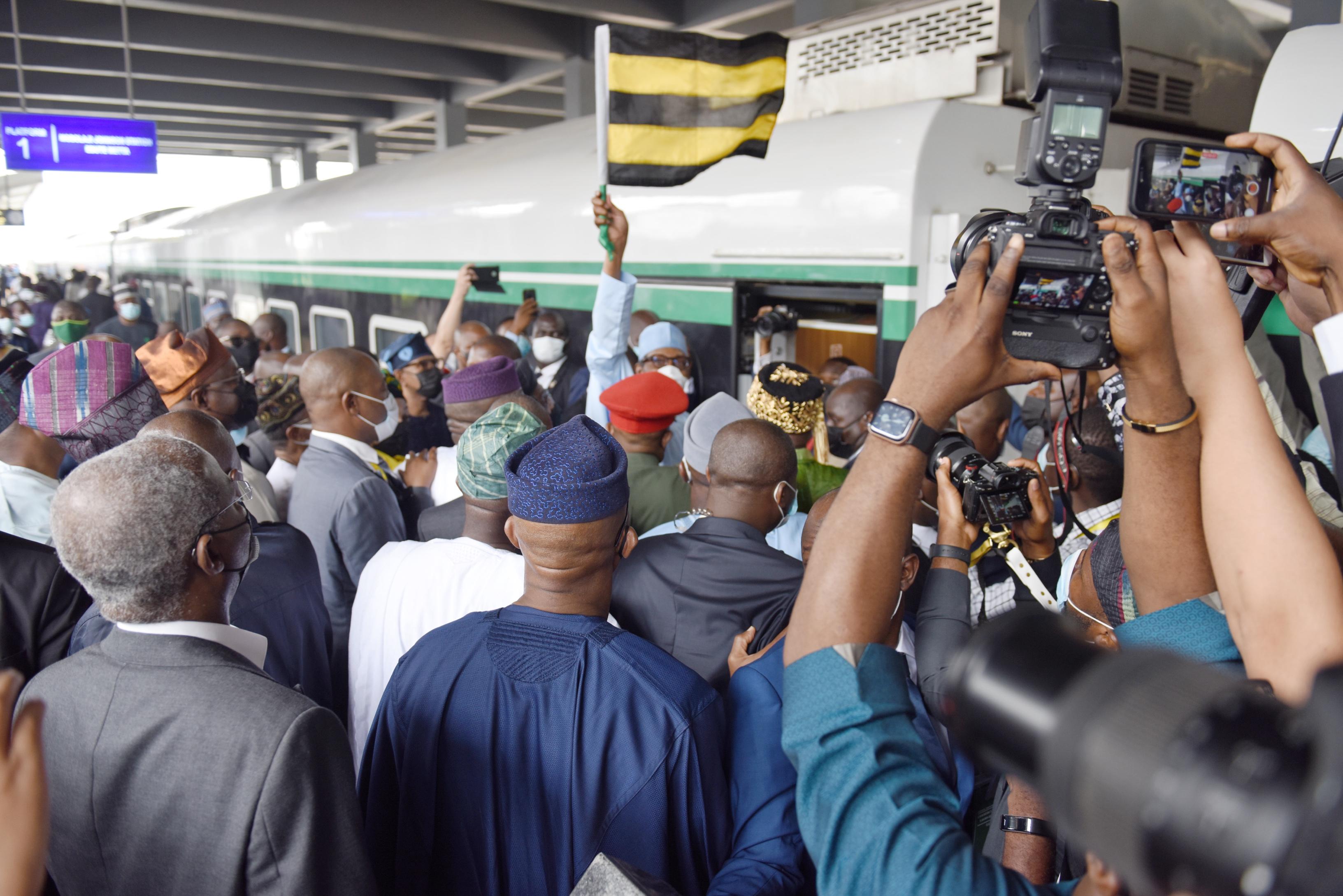 从非洲最大城市出发!中企承建非洲最长双线标轨铁路商业运营
