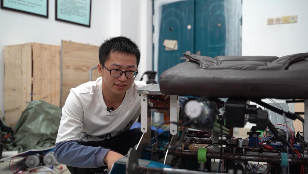 """脑瘫大学生刘鑫获8项国家级专利:""""不认命,认命就输了"""""""