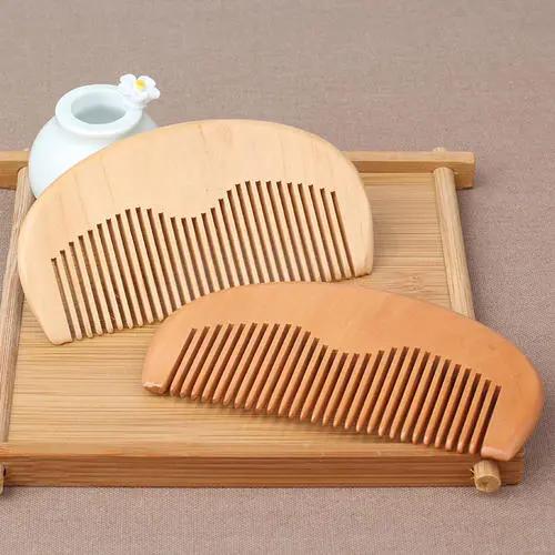这些方法有助于减轻脱发困扰 尽量避免使用塑料梳子