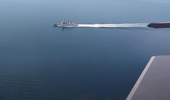"""英军舰""""自由航行""""遭到俄强硬回击,美国为什么还不作声?"""
