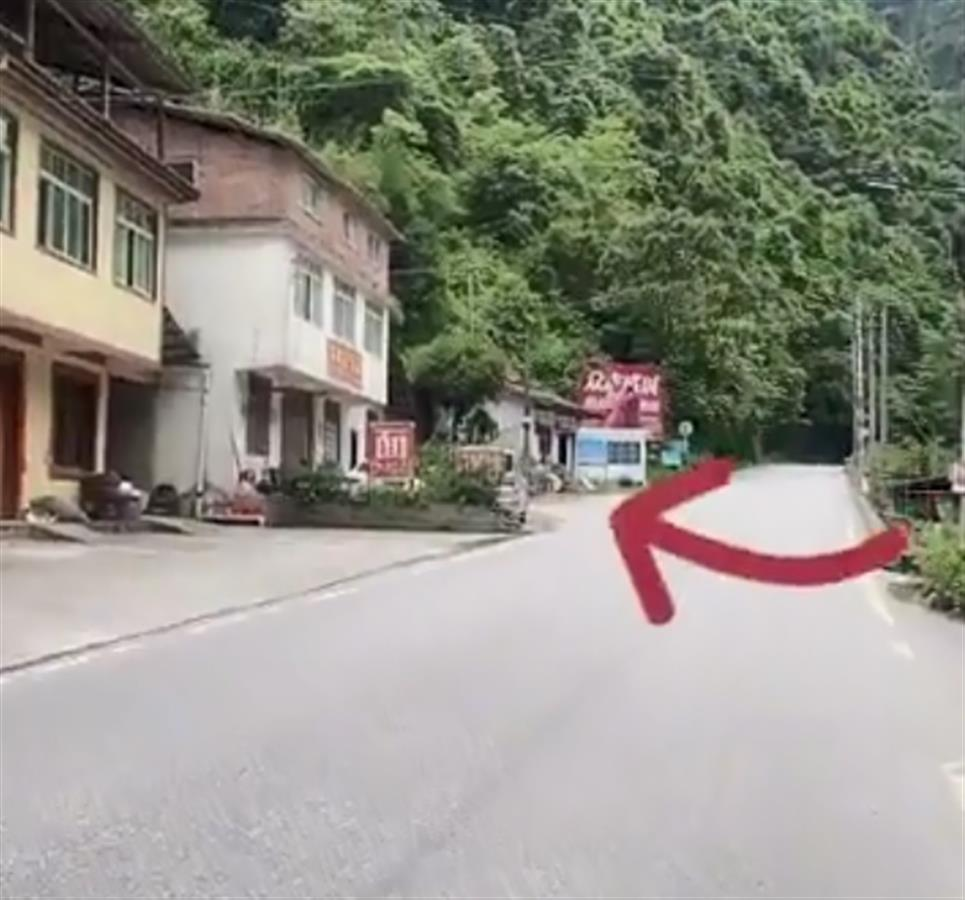 """救援车队在四川雅安被索要8000元""""进山费""""?当事村民否认,官方介入调查"""