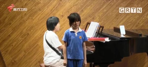 全球首位!11岁失明女孩考取英皇钢琴8级