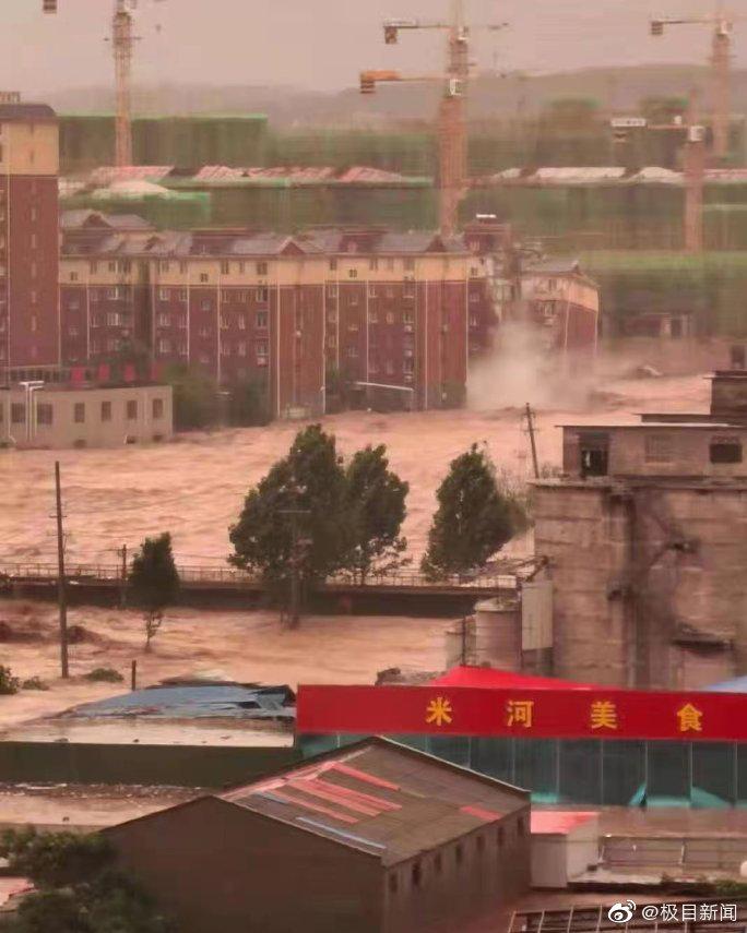 河南巩义洪水致7层住宅楼倒塌 居民:人员已提前撤离