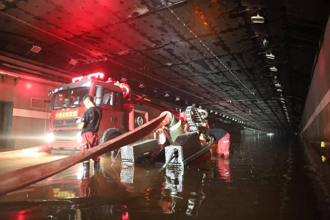 郑州京广路段淮河路口隧道积水全部排完 实现双向贯通见底