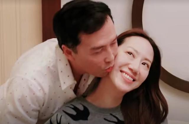 甄子丹与妻子庆结婚18周年,相识三月闪婚,恩爱至今惹人羡