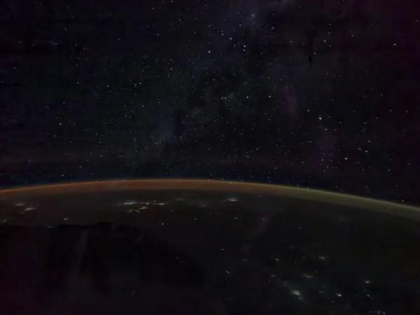 聂海胜拍北京夜景亮点(宇宙中的繁星与地球上的灯光)