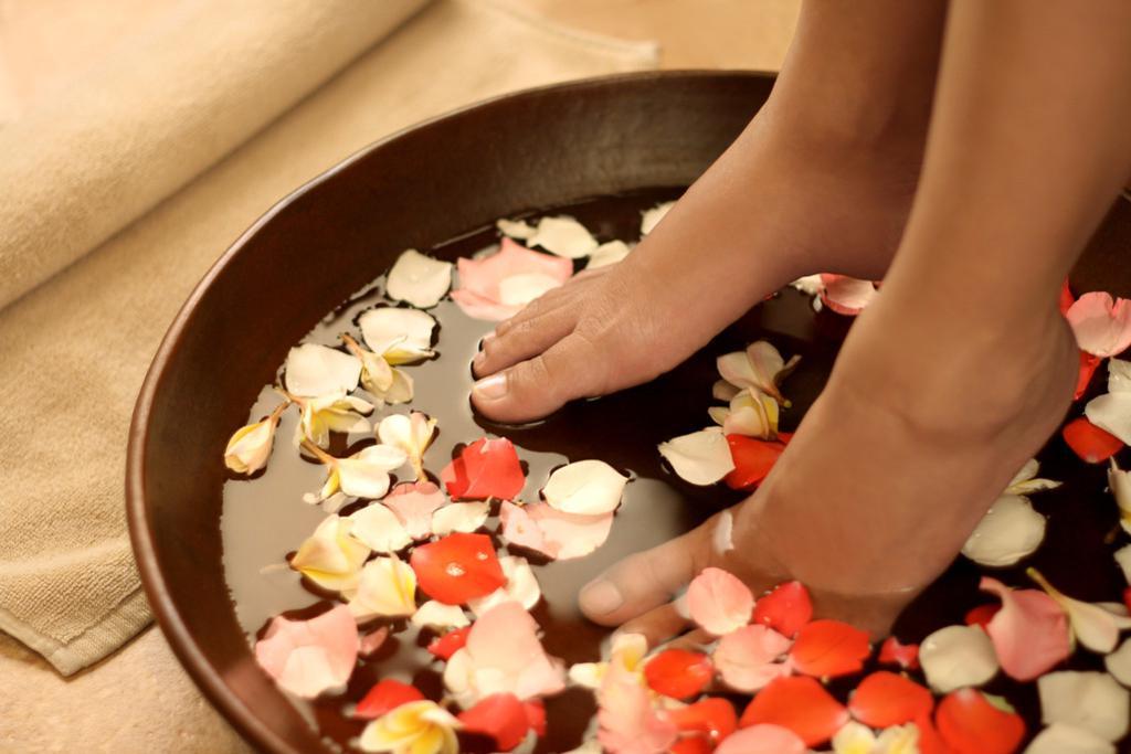 中医的足跟痛治疗方:用苏木红花泡脚