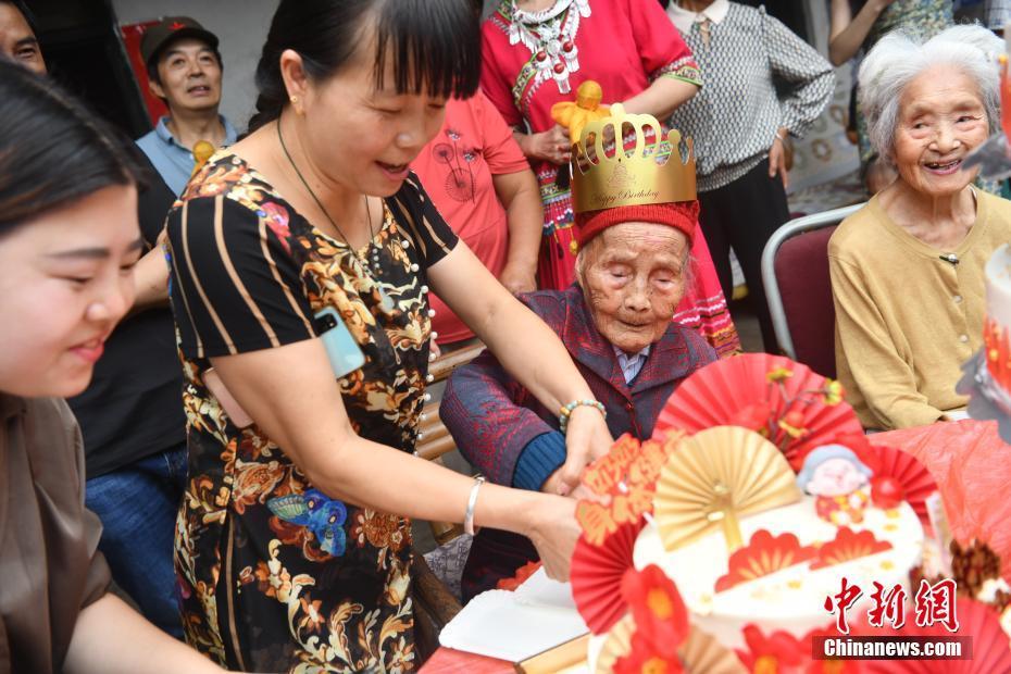 成都长寿老人迎来121岁生日