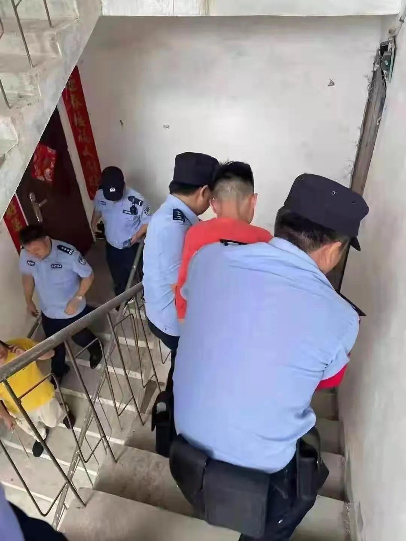 """""""皮箱藏尸案""""嫌疑人落网,现场画面曝光!死者为""""00后""""女孩"""