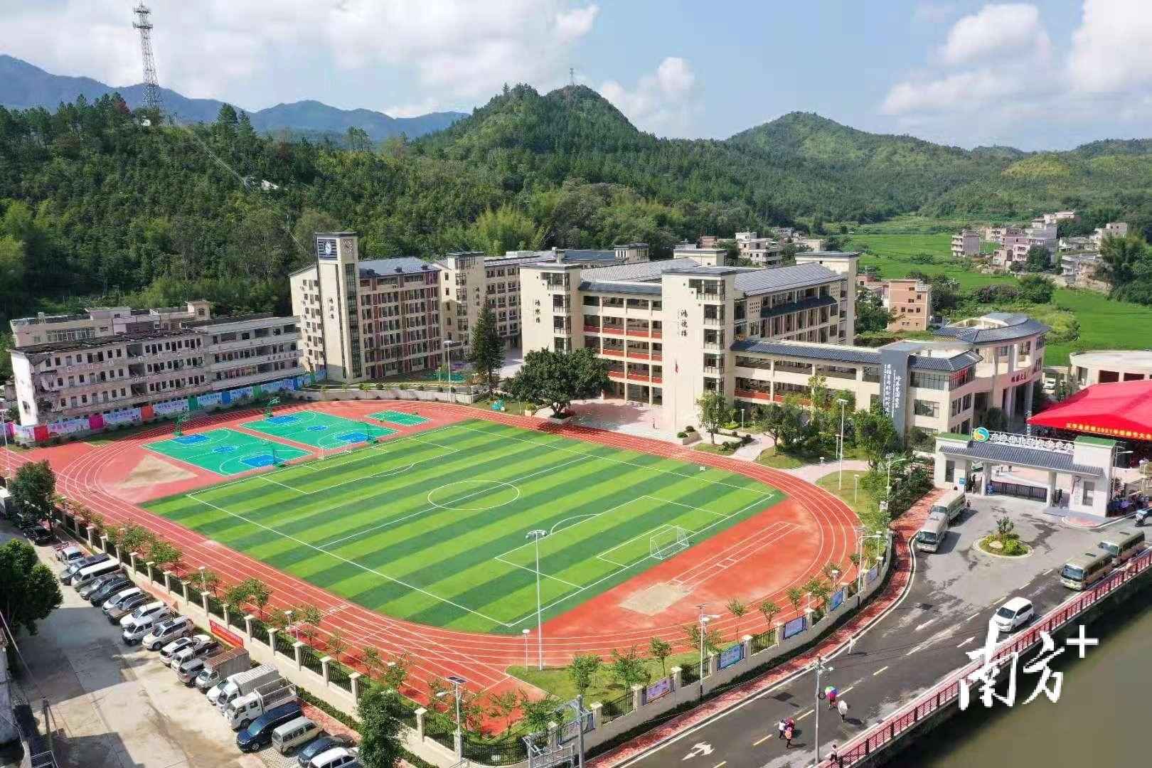 梅州五华水寨中学小都校区举行挂牌揭幕仪式