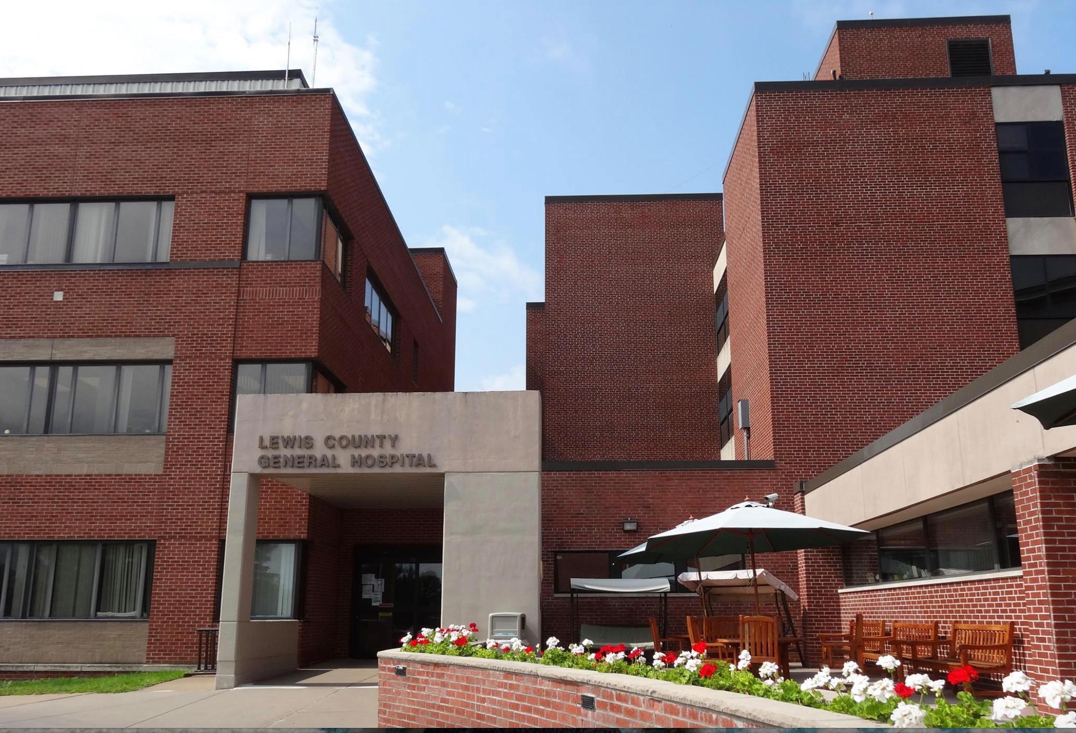 美国一医院产科员工拒绝接种疫苗纷纷辞职 院方宣布将停止接生