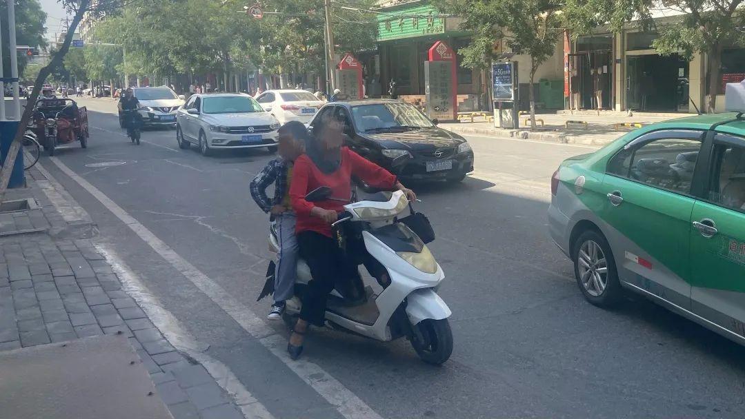 【交通安全整治进行时·曝光台】文明出行是对自己的生命安全负责