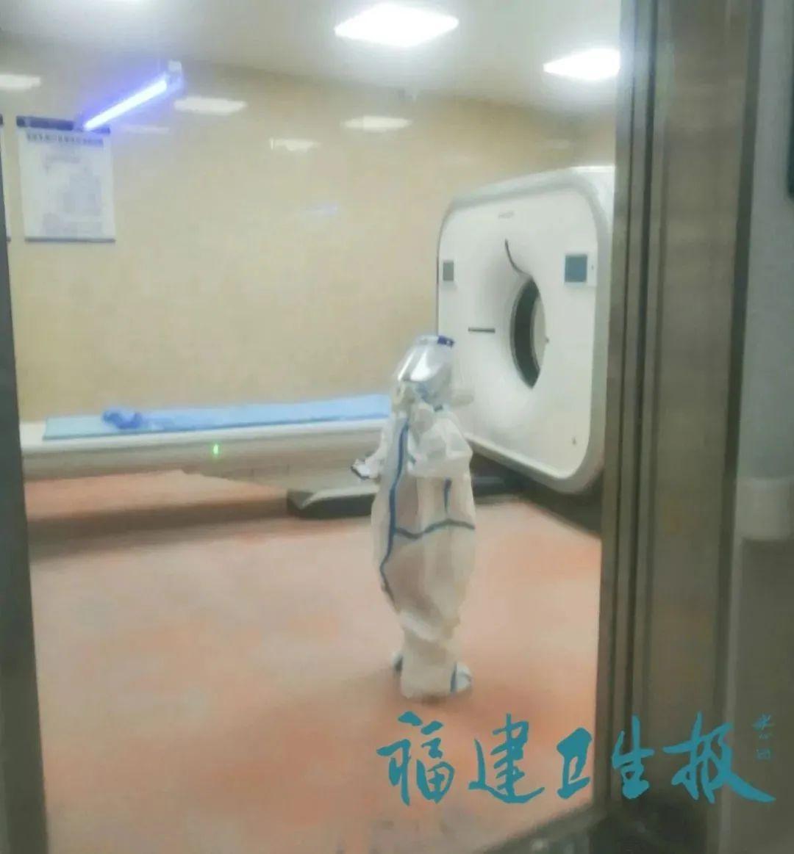 穿防护服独自做CT!这个小小背影让人心疼……