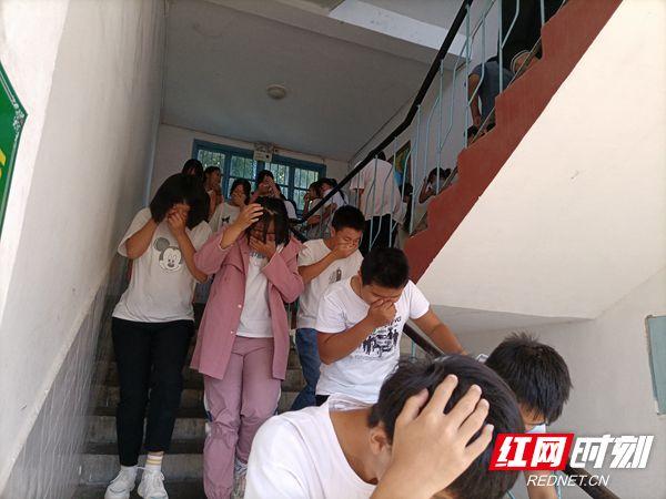 慈利县苗市镇中学:应急疏散消防安全再演练