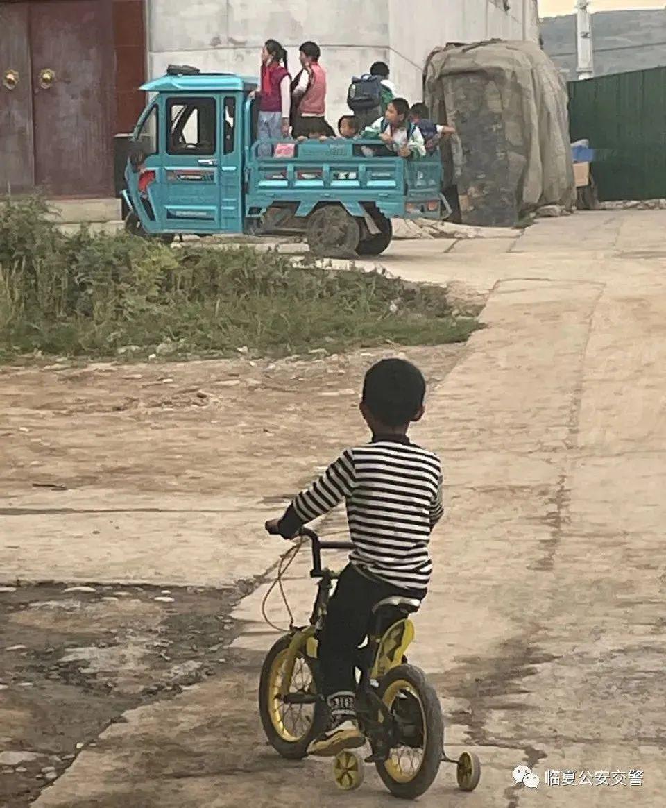 【曝光台】曝光一批电动三轮车违法载人,看看都有谁?