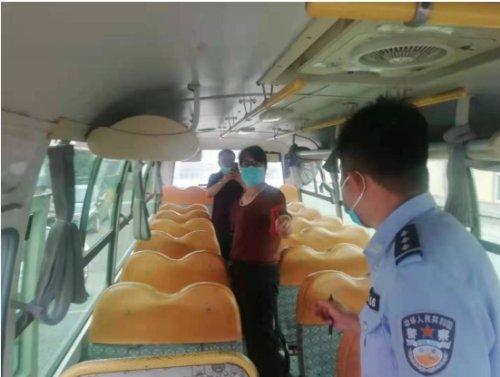 东港警方全力护航校园安全,对校车安全进行大检查活动