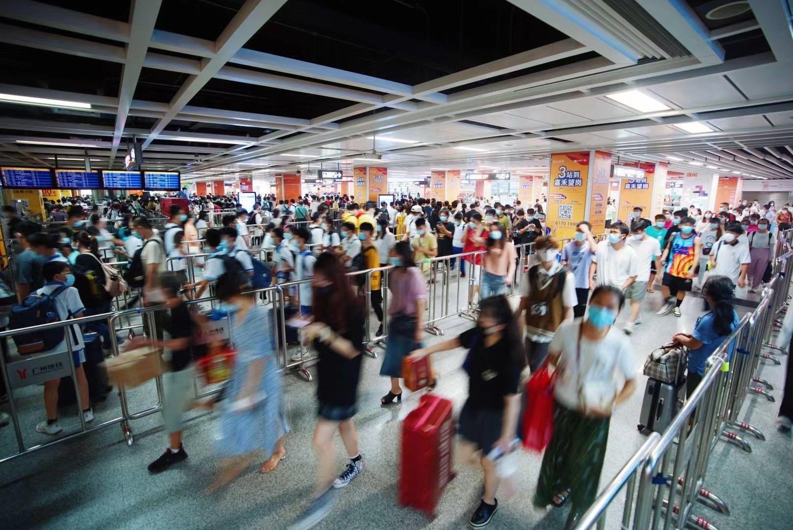 国庆假期地铁五天迟收1小时,9月30日客流预计破千万