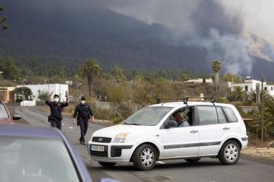 西班牙拉帕尔马岛火山猛烈喷发