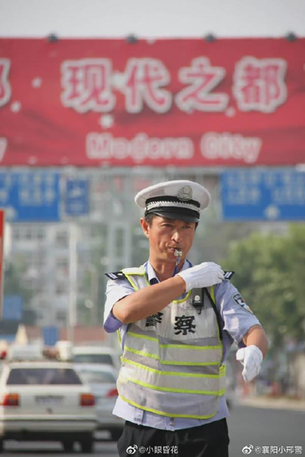 """青岛""""交警大V""""李涌遭遇涉嫌酒驾的逃逸者反抗,不幸牺牲"""