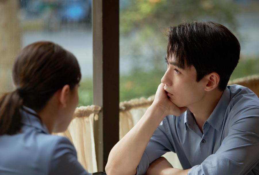 《亲爱的自己》朱一龙演技真实,求婚这段耳朵紧张到通红