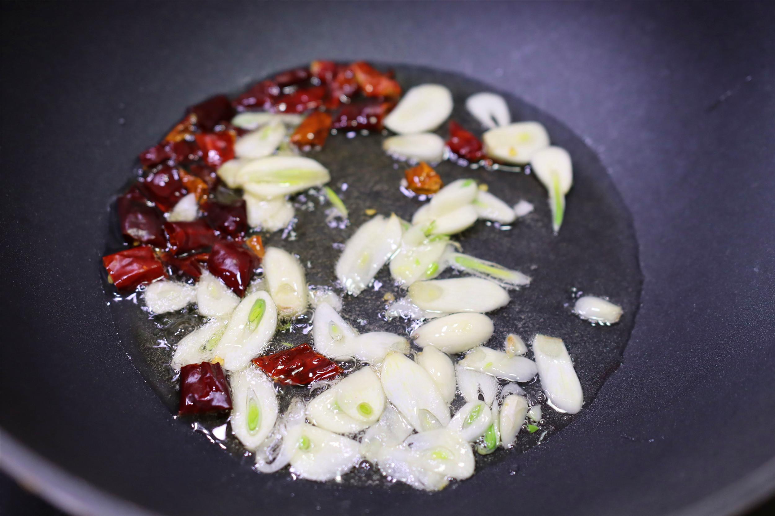 炒土豆丝,什么时候放醋是关键点,步骤对了,随便炒都爽脆好吃