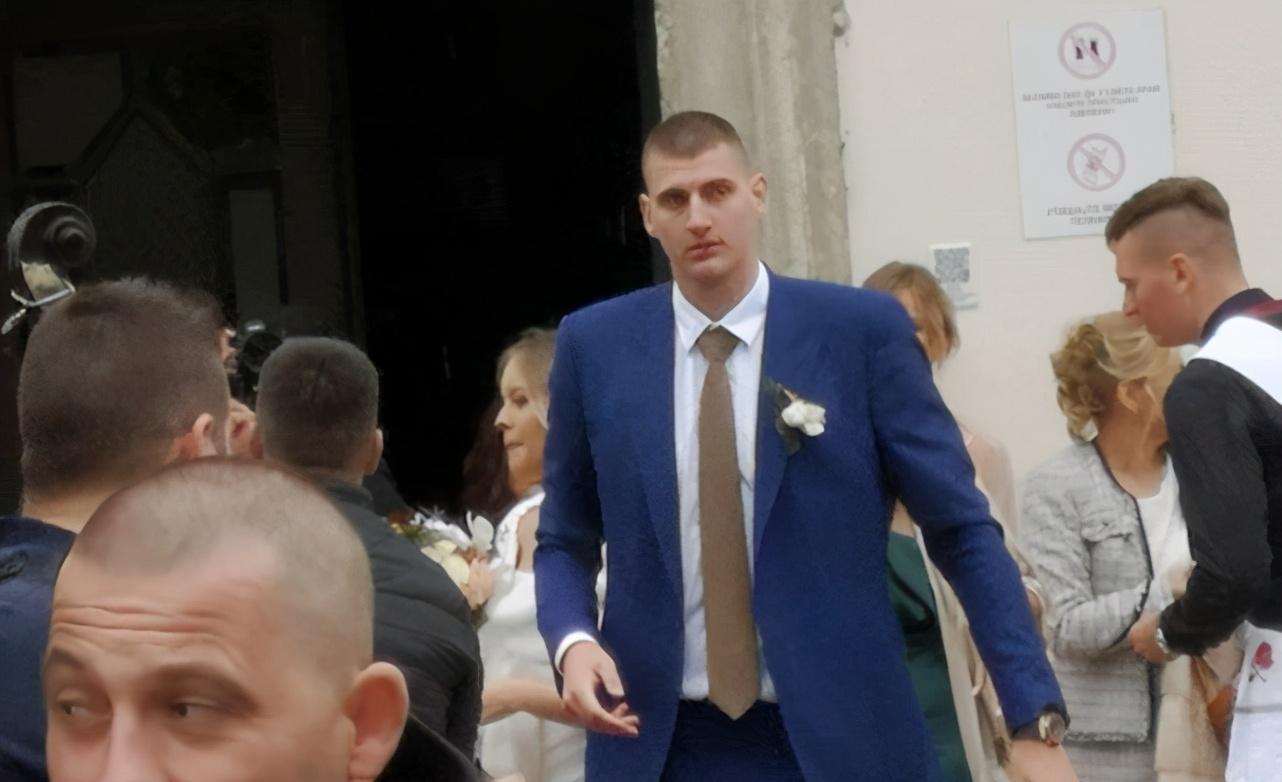 恭喜!25歲Jokic正式走進婚姻殿堂,與女友結束9年愛情長跑!-黑特籃球-NBA新聞影音圖片分享社區