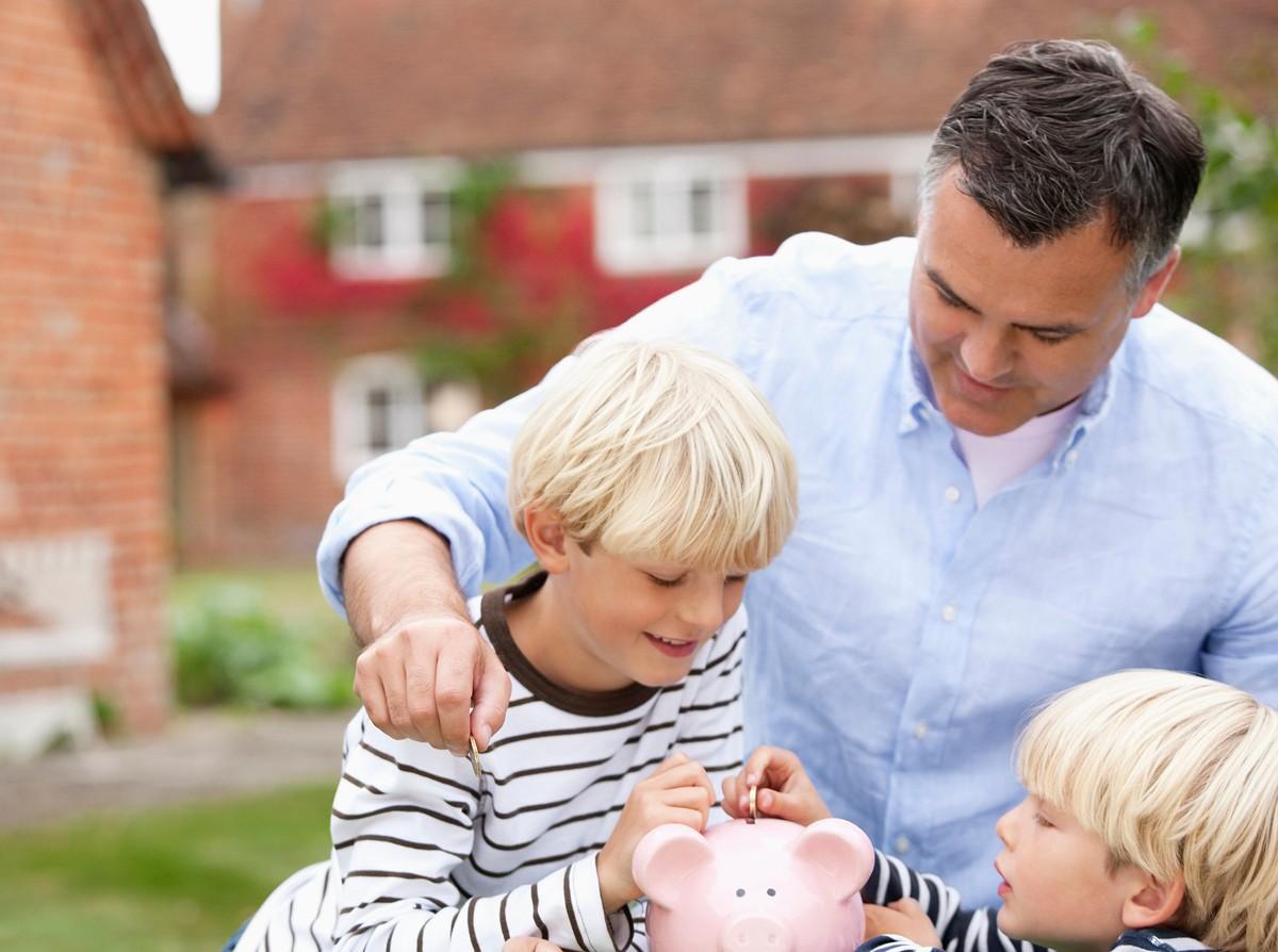 """父母经常把""""太贵""""挂嘴边,对孩子的伤害,比我们想象中的还要大"""