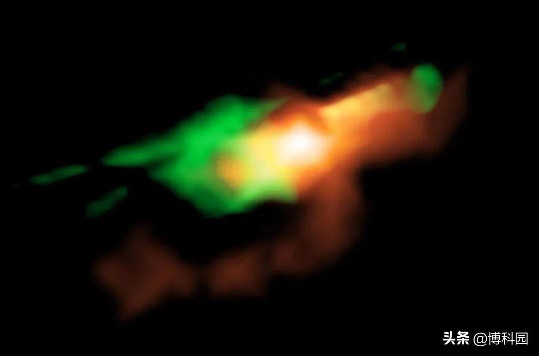 """在110亿光年外,首次拍摄到""""扰动气态云""""第一张高分辨率图像!"""