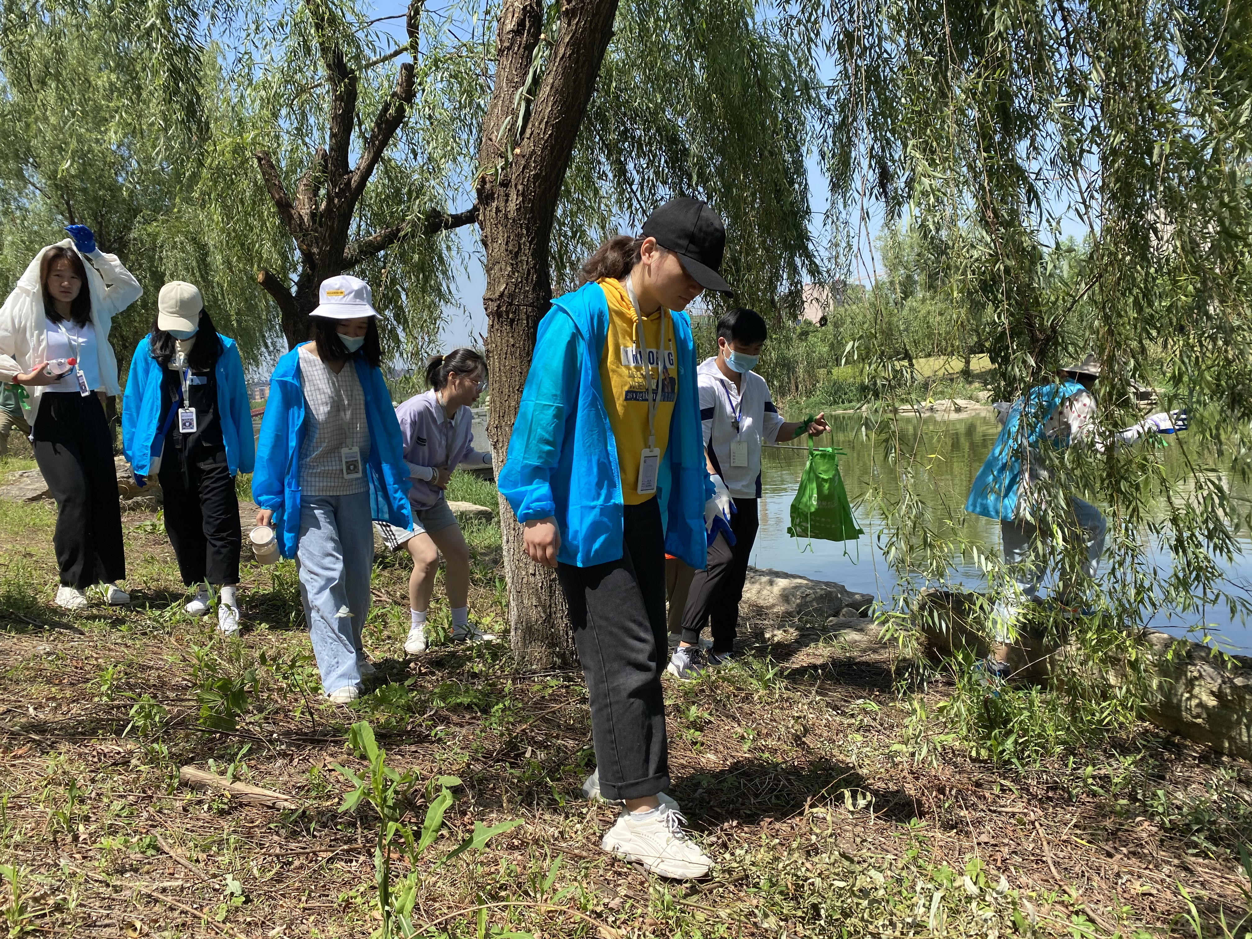 """安庆乐邻社工开展""""六·五""""世界环境日净滩志愿服务活动"""