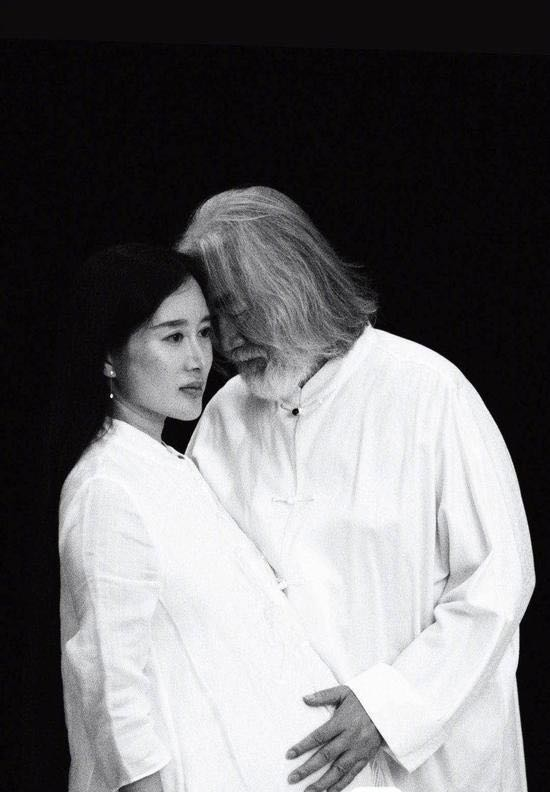 张纪中娇妻回应网民,懒理酸评,疑用名言讽刺网友思想低俗